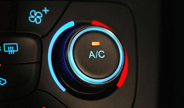 Ilmastointi pitää autosi lämpötilan miellyttävänä ja ilman raikkaana. Se myös poistaa ilmasta kosteutta, jolloin ikkunat huurtuvat vähemmän.
